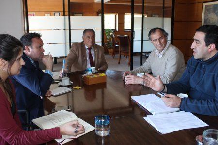 Alcalde Carlos Barra se reunió con director regional de la Junji