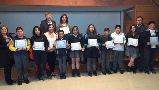 Estudiantes son premiados con un viaje a Santiago